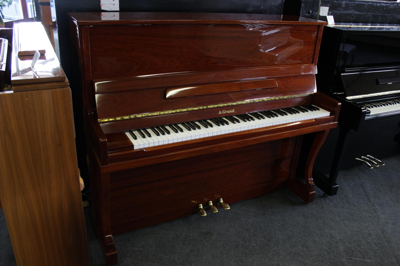 A. Grand, Mod. Chippendale Klavier