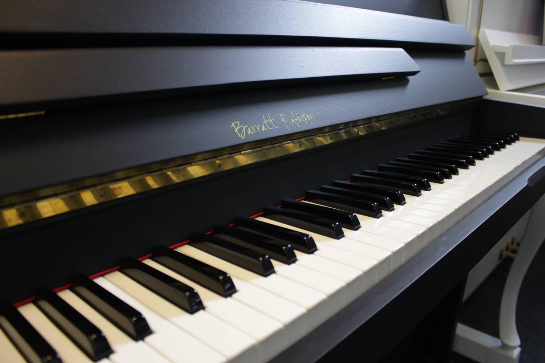 Barratt & Robinson, Mod. 105 Klavier