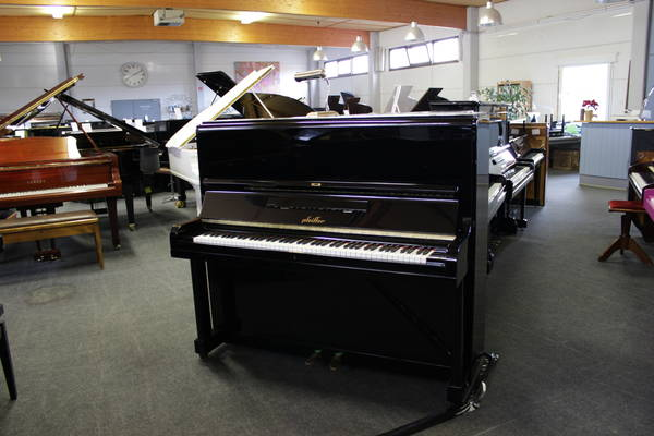 Pfeiffer Klavier, Mod. 130