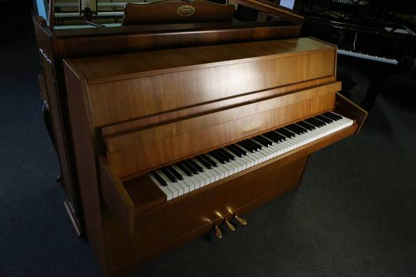 Schimmel Klavier, Mod. 104 - Design Exklusiv