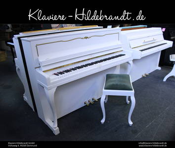 Schimmel Klavier mit goldenen Ornamenten
